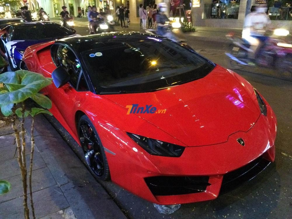 Siêu xe Lamborghini Huracan LP580-2 màu đỏ được một doanh nhân tại Sài thành mua lại từ một người yêu xe Hà Nội vào tháng 9 vừa qua