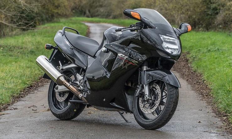 Honda CBR1100XX là kẻ khơi mào cuộc chiến tốc độ