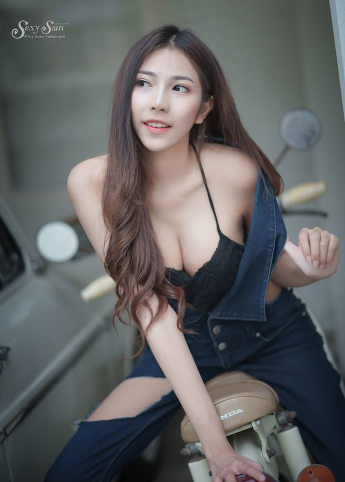 Người đẹp Thái Lan khoe làn da trắng bóc, thả dáng nuột nà bên xế cổ - 7