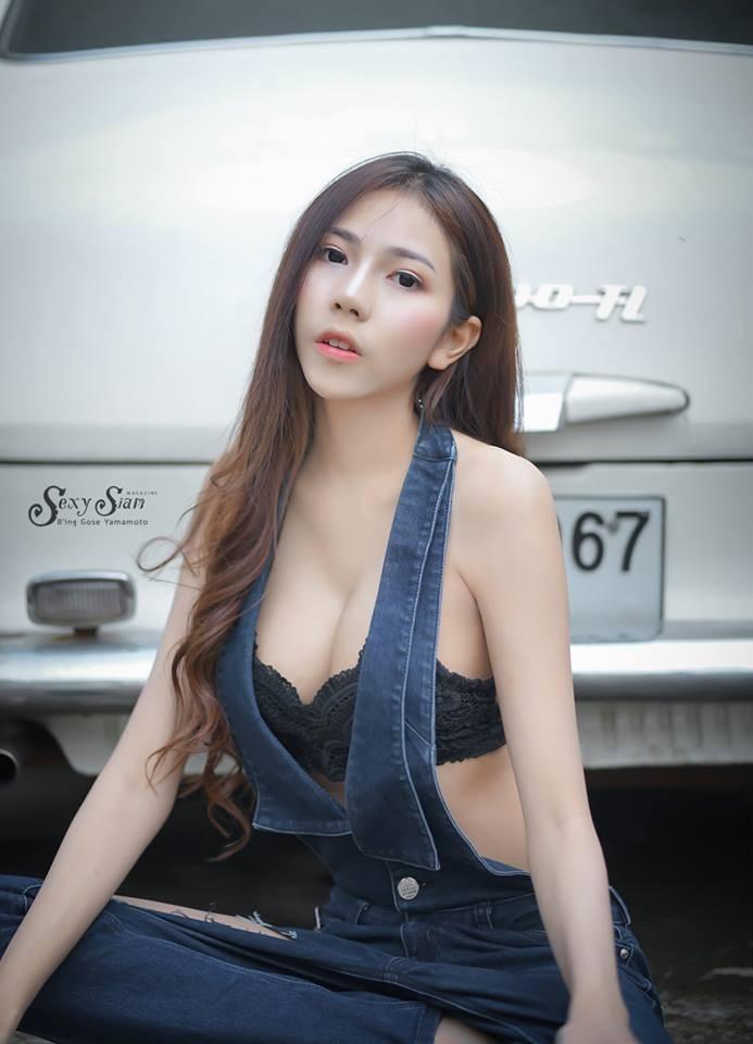 Người đẹp Thái Lan khoe làn da trắng bóc, thả dáng nuột nà bên xế cổ - 6