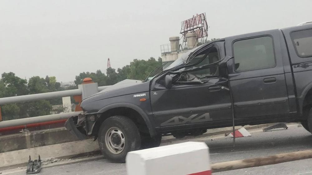 Hiện trường vụ tai nạn của chiếc xe bán tải mang biển xanh