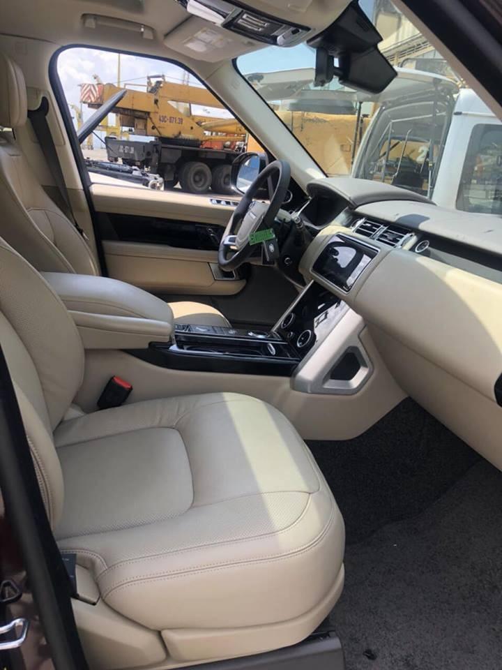 Range Rover HSE đời 2018 thứ 3 có mặt tại Việt Nam sở hữu nội y màu kem