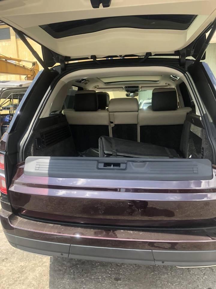 Chiếc SUV hạng sang Range Rover phiên bản HSE đời 2018 được trang bị động cơ V6, dung tích 3.0 lít, tăng áp, sản sinh công suất tối đa 254 mã lực