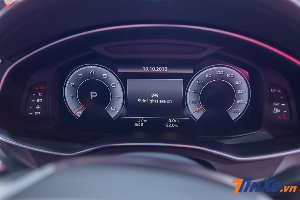Phía sau vô-lăng là một màn hình điện tử hiển thị đa thông tin thay thế hoàn toàn cho đồng hồ cơ truyền thống.