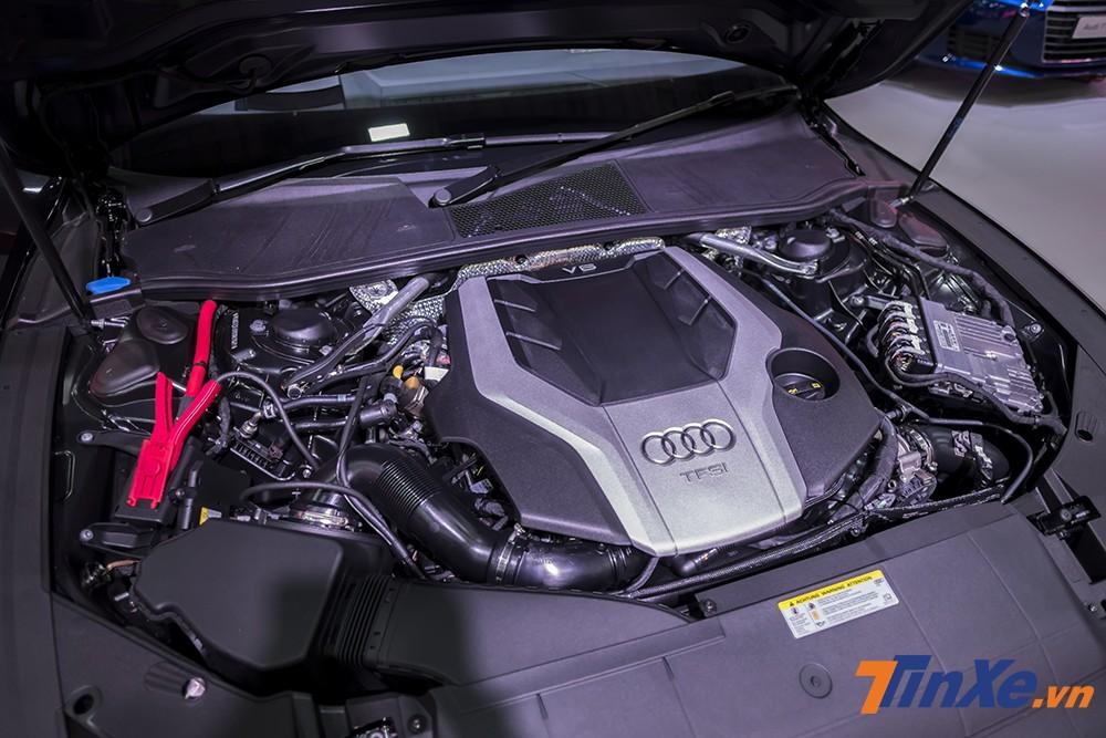 Về mặt sức mạnh, Audi A7 Sportback 2018 được trang bị động cơ xăng V6, dung tích 3.0L giống người anh A8, phối hợp với hộp số 7 cấp đem lại công suất tối đa 340 mã lực cùng mô-men xoắn cực đại 500 Nm. Ngoài ra, xe còn sở hữu một bộ pin lithium-ion 48 V hoạt động với một máy phát điện được nâng cấp t