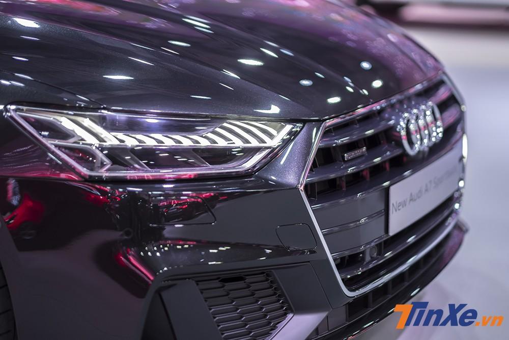 Hệ thống đèn chiếu sáng LED Matrix được thiết kế hếch hơn và khách hàng có thể thay đổi sang tuỳ chọn đèn Laze.