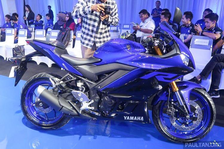 Yamaha R3 và R25 mới có ngoại hình khá ấn tượng với những nét cắt xẻ quen thuộc trên những Sport bike hạng nặng của Yamaha.