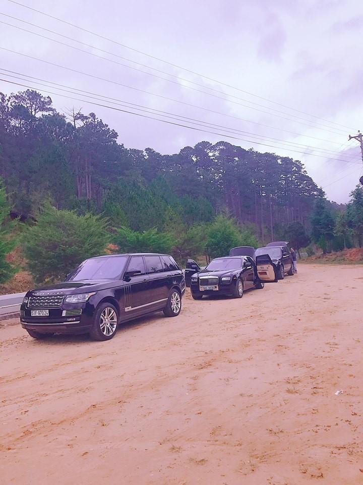Range Rover Autobiography LWB Black Edition đỗ đầu tiên