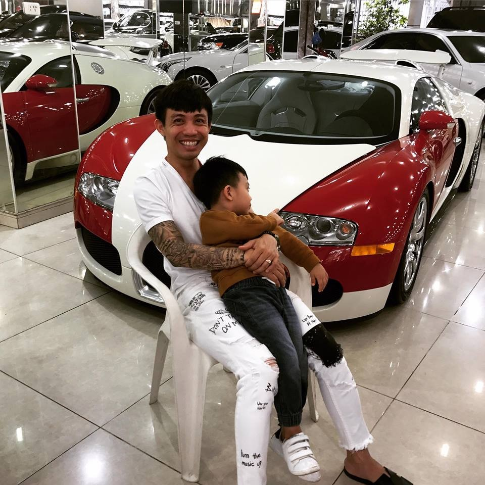 Minh Nhựa cùng con trai bên chiếc Bugatti Veyron độc nhất vô nhị tại Việt Nam
