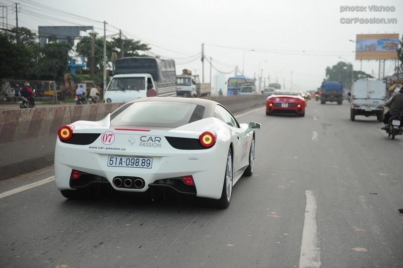 Ferrari 458 Italia màu trắng của Minh Nhựa trong hành trình Car & Passion 2011