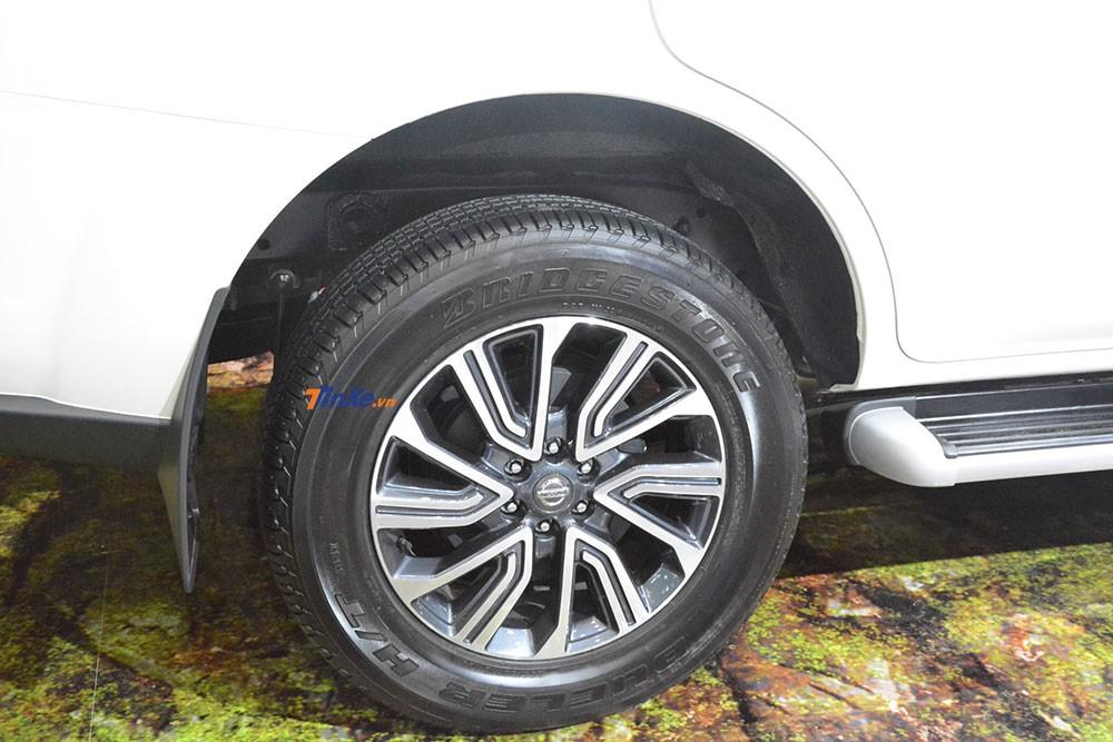 Cập nhật giá xe Nissan Terra 2018 mới nhất hôm nay
