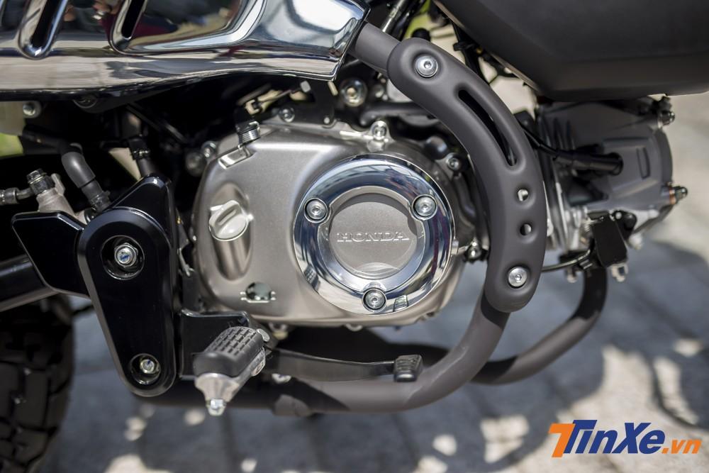 Sức mạnh của Honda Monkey đến từ khối động cơ SOHC 125cc tích hợp phun xăng điện tử. Xe có khả năng sản sinh công suất 8,9 mã lực và mô-men xoắn đạt mức 10,5 Nm. Xe cũng được trang bị hộp số 4 cấp.