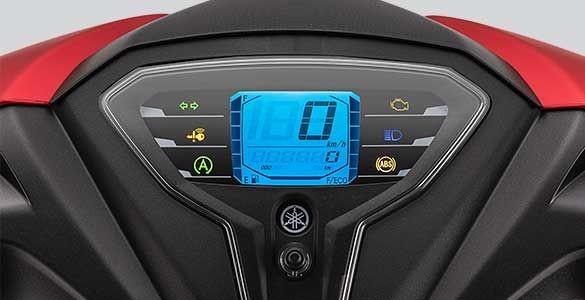 Chiếc xe ga được trang bị cho màn hình LCD khá hiện đại và cho hiển thị khá đầy đủ các thông tin cần thiết và rõ ràng cho chủ xe.