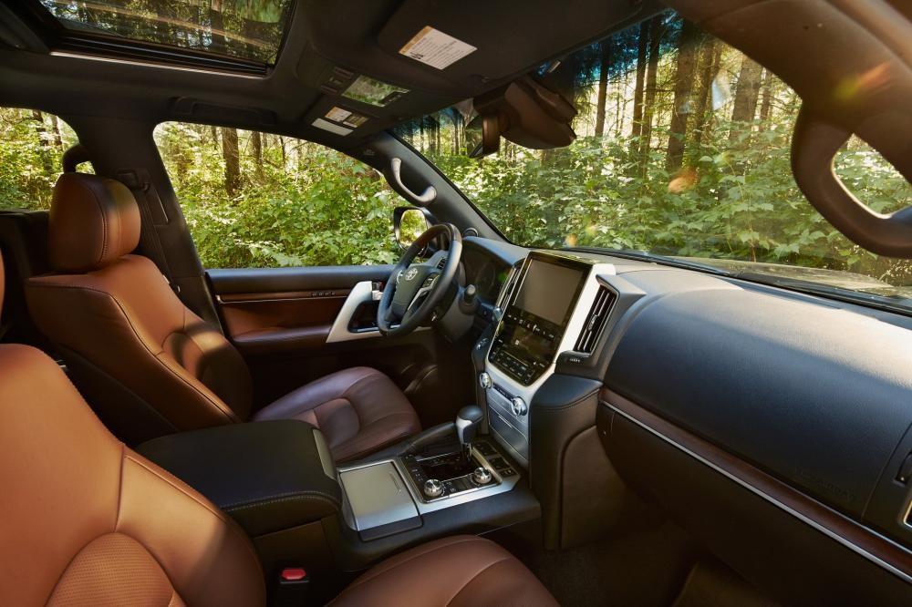 Toyota Land Cruiser 2019 có nhiều hệ thống an toàn tiêu chuẩn hiện đại