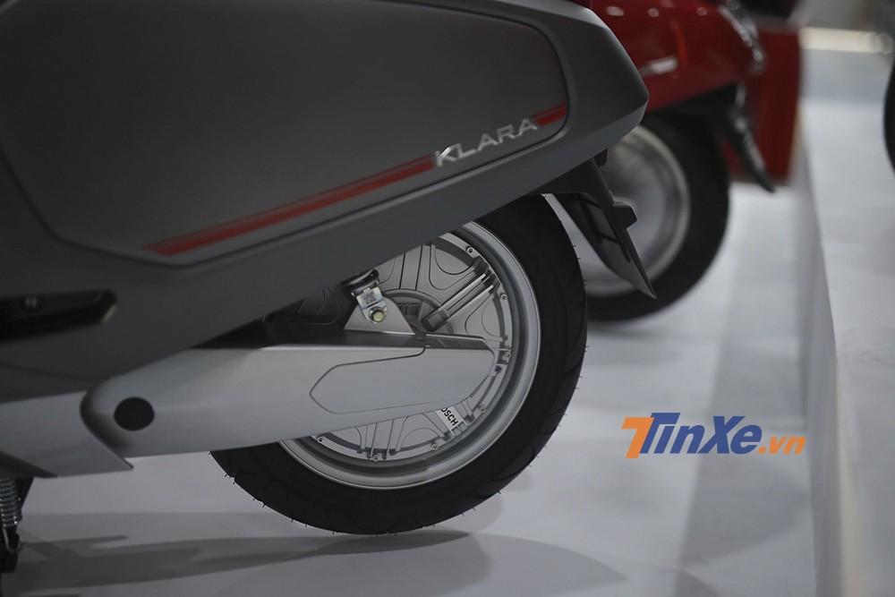 Mơ tơ điệện của xe được tích hợp ở bánh sau. Phiên bản tiêu chuẩn dùng ắc quy chì có mô tơ điện công suất 800W, trong khi bản cao cấp dùng pin Li-ion có mô tơ điện công suất 1.200 W.