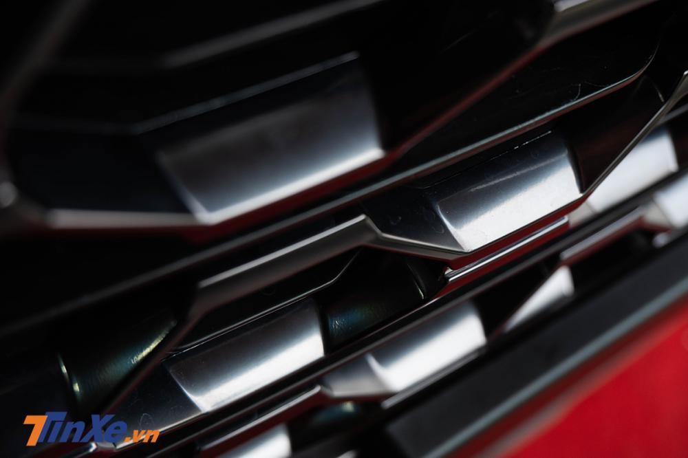 Soi kỹ Hyundai Santa Fe 2019 bản máy dầu đặc biệt xuất hiện tại đại lý