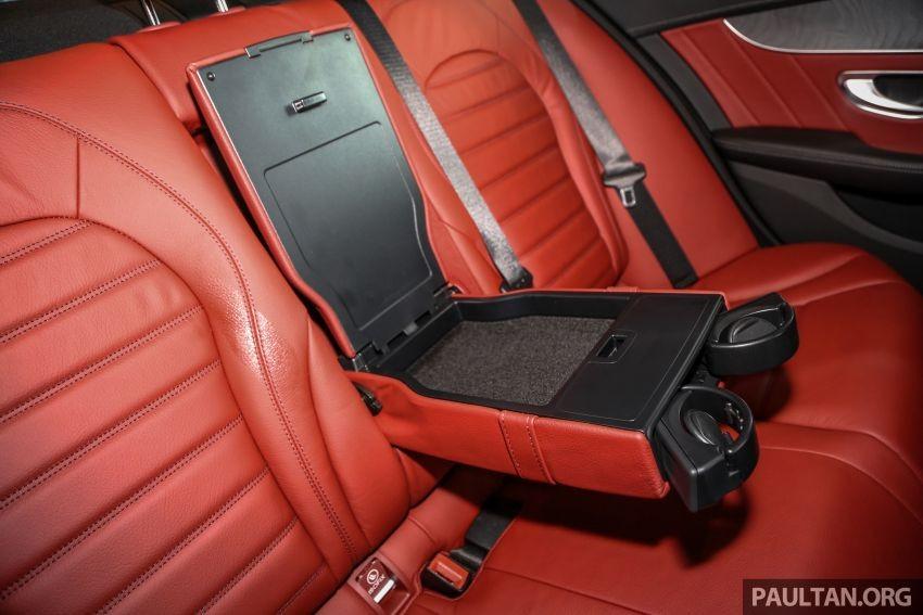 Hàng ghế sau của Mercedes-Benz C300 AMG Line 2019