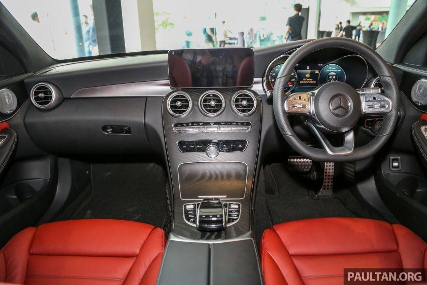 Nội thất hiện đại hơn của Mercedes-Benz C300 AMG Line 2019