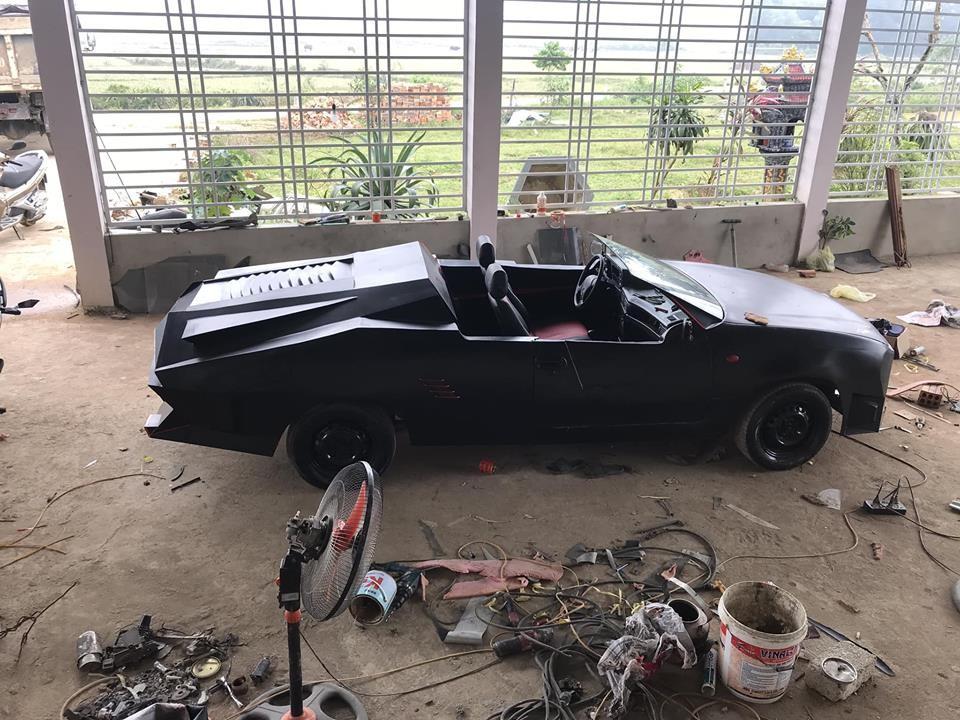 Từ một chiếc Daewoo Celio đời 1998 không thể sử dụng được, Võ Trung Kiên mất 2 tháng để tạo ra một bản độ xe mui trần độc đáo khiến không ít người ngưỡng mộ và khâm phục