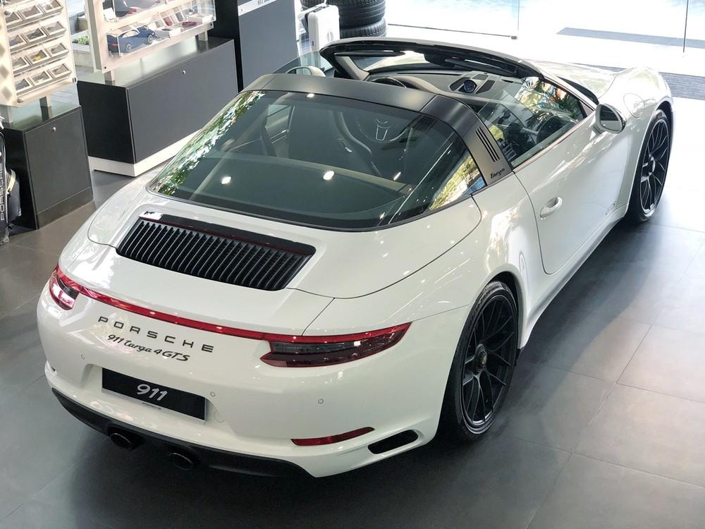 Porsche 911 Targa 4 GTS đời 2018 sử dụng động cơ Boxer, Bi turbo, dung tích 3.0 lít