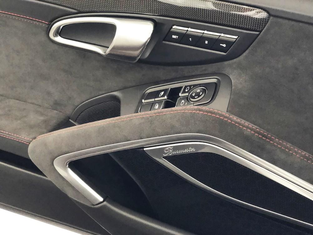 Hệ thống âm thanh vòm Burmester cao cấp trên chiếc Porsche 911 Targa 4 GTS đời 2018 đầu tiên tại Việt Nam có giá 253,2 triệu đồng