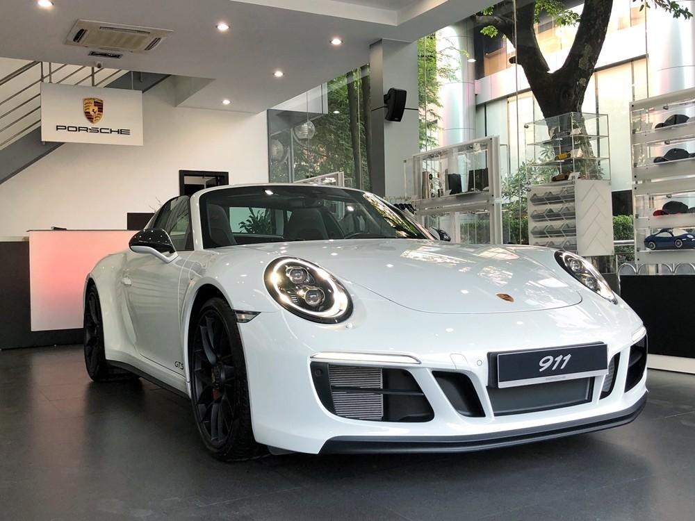 Phiên bản cao cấp và đắt nhất của dòng xe thể thao mui trần Porsche 911 Targa đã được phân phối chính hãng tại Việt Nam