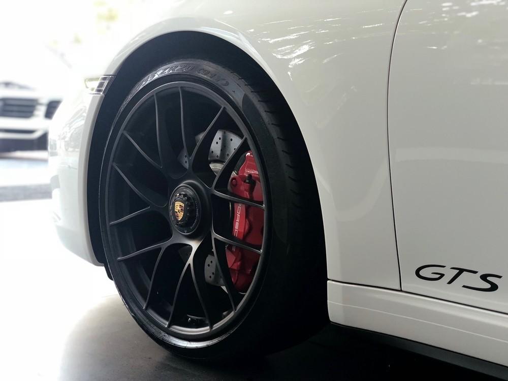Tại thị trường Việt Nam đã có đầy đủ các phiên bản của dòng xe Porsche 911 Targa