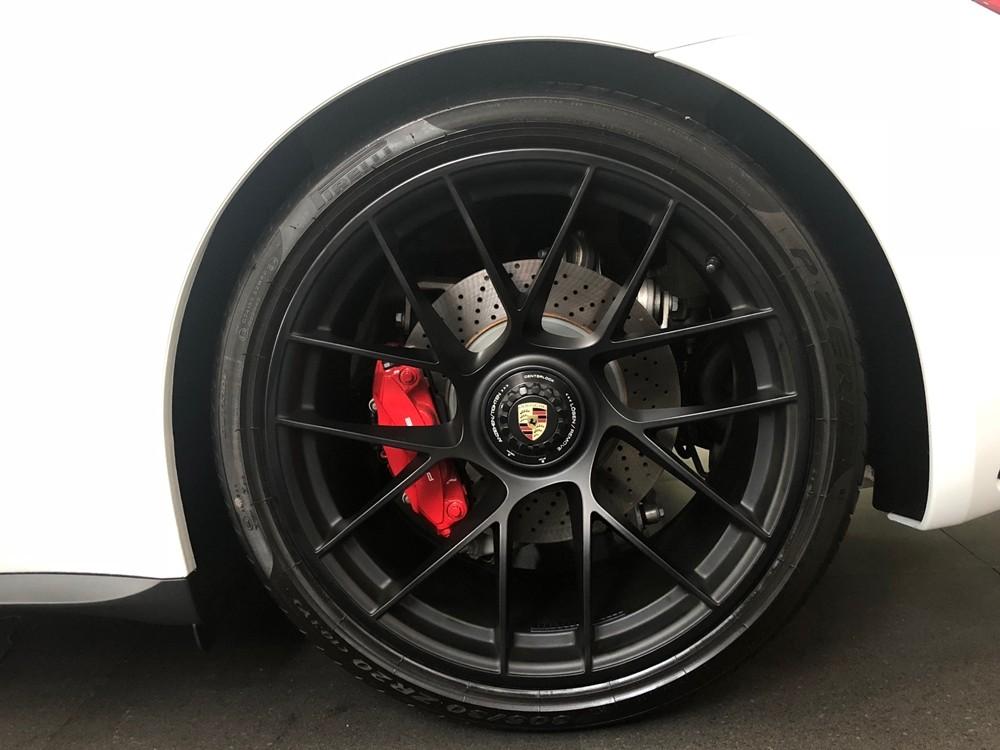 Bộ mâm 20 inch sơn màu đen mờ của phiên bản 911 Turbo S