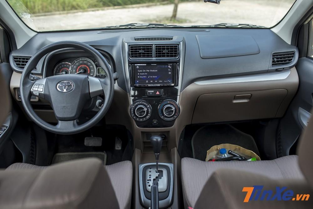 Thiết kế nội thất đơn giản và có phần tuềnh toàng của Toyota Avanza.