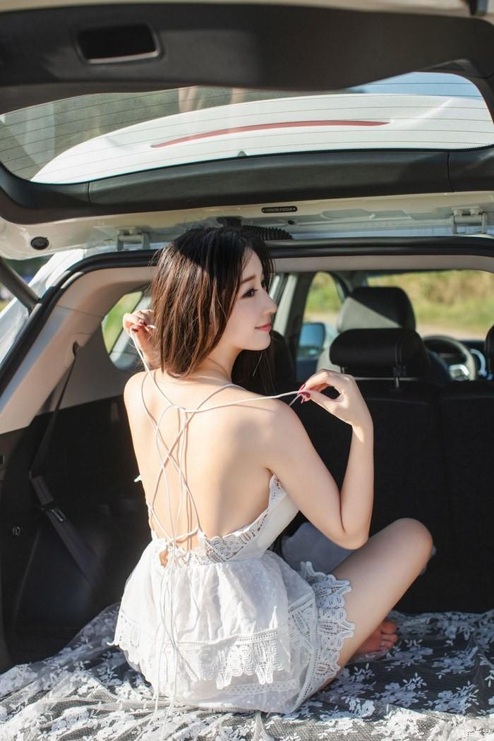 Uất ức trước cảnh người ta có vợ đẹp, vòng 1 khủng làm người mẫu xe hơi - 9