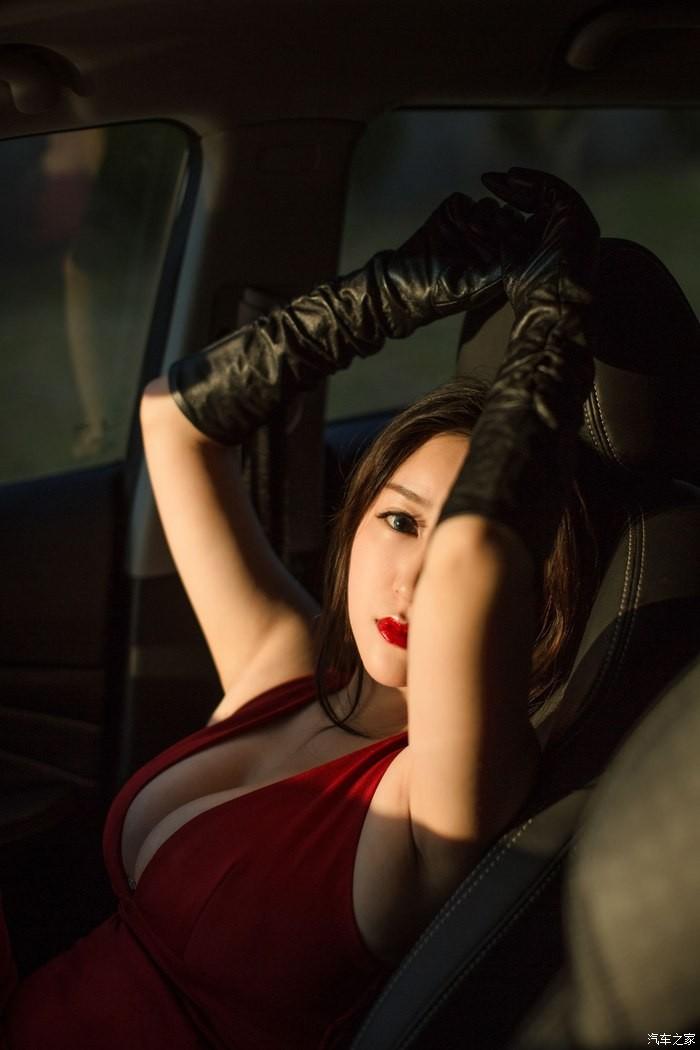 Uất ức trước cảnh người ta có vợ đẹp, vòng 1 khủng làm người mẫu xe hơi - 11