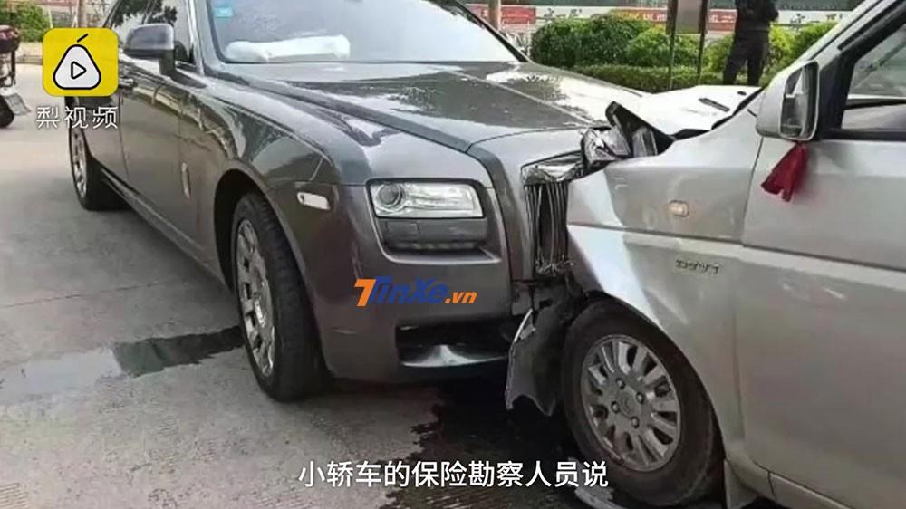 Hiện trường vụ tai nạn giữa xe van và Rolls-Royce Ghost