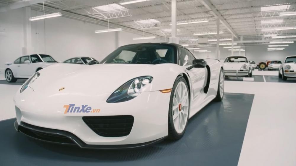 Siêu xe triệu đô Porsche 918 Spyder có bộ áo và la-zăng tông xuyệt tông màu trắng