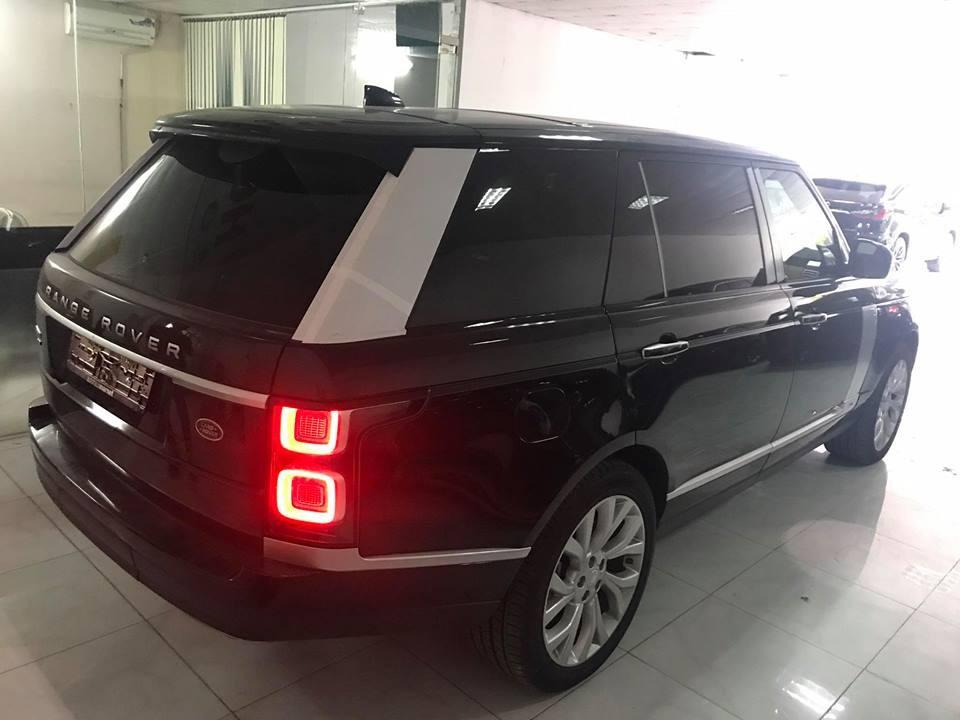 Chiếc SUV hạng sang này vẫn do các công ty nhập khẩu tư nhân Hà Nội đem về nước