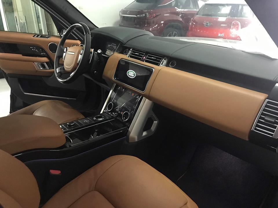 Range Rover Autobiography P400e 2018 thứ 2 xuất hiện tại Việt Nam sử dụng hệ truyền động plug-in hybrid với động cơ xăng 4 xi-lanh kết hợp cùng một mô tơ điện
