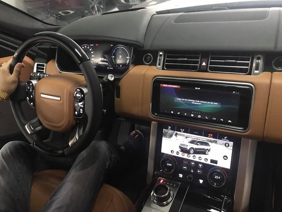 Các trang bị nội thất cho Range Rover Autobiography phiên bản xe xanh có màn hình sau vô-lăng 12 inch và 2 màn hình cảm ứng 10 inch