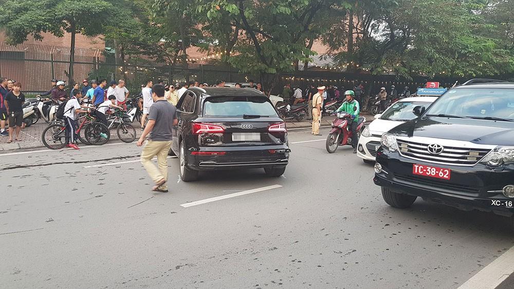 Vụ tai nạn khiến đường Nguyễn Khánh Toàn ùn tắc kéo dài