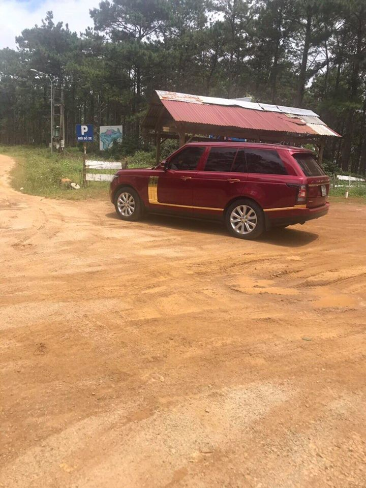 SUV hạng sang Range Rover tại Kon Tum mang biển tứ quý 5 đẹp mắt