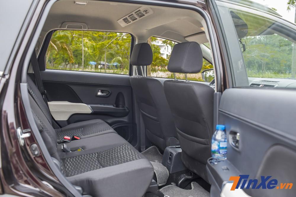 Hàng ghế thứ 2 khá thoải mái nếu xe chỉ sử dụng 5 chỗ ngồi.