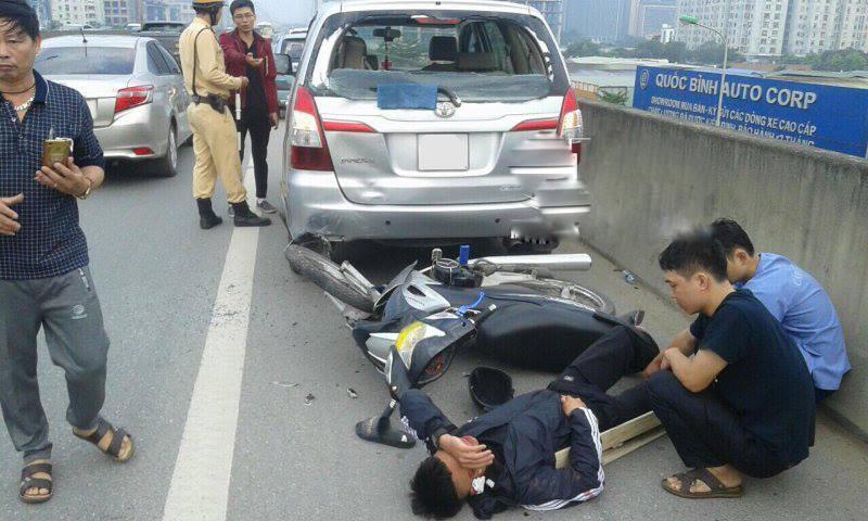 Hiện trường vụ tai nạn khiến nam thanh niên nằm đo đường