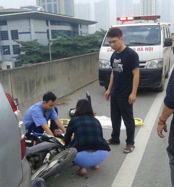 Sau khi vụ tai nạn xảy ra lực lượng chức năng đã có mặt điều tra nguyên nhân vụ tai nạn, lực lược y tế đã đưa người bị thương đi cấp cứu.