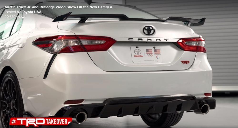 Thiết kế đuôi xe của Toyota Camry TRD 2019