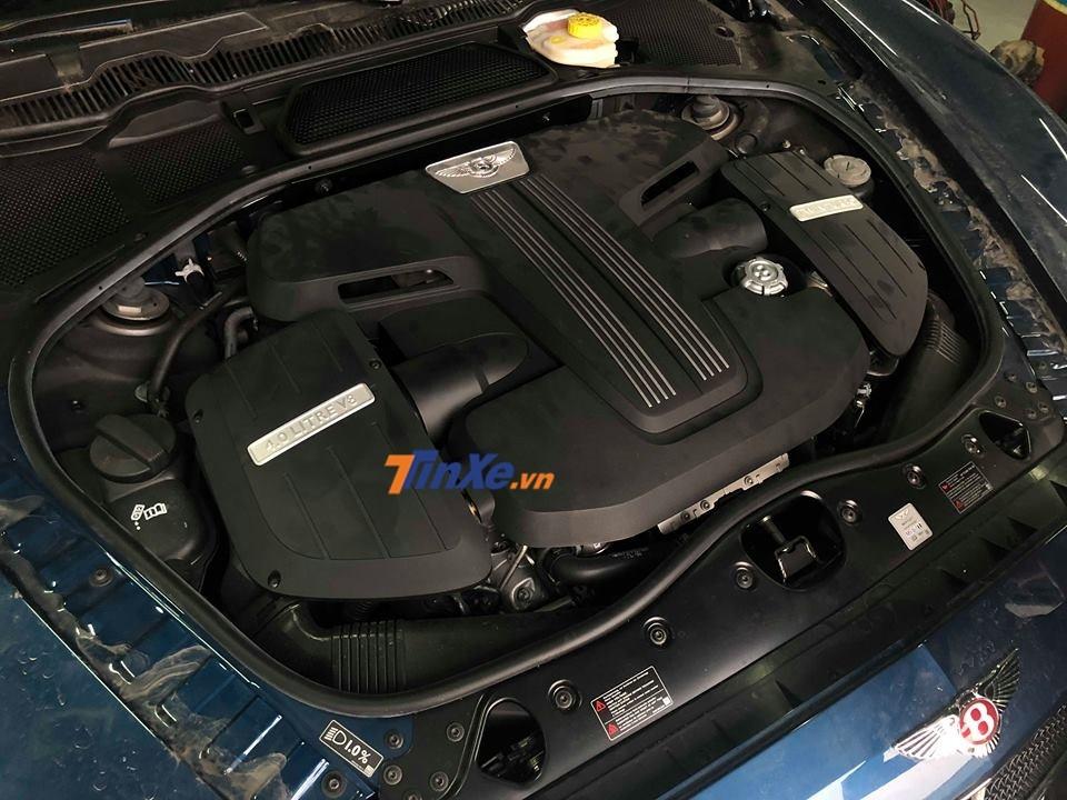 Động cơ của Bentley Flying Spur V8 S cũng mạnh hơn so với Bentley Flying Spur V8
