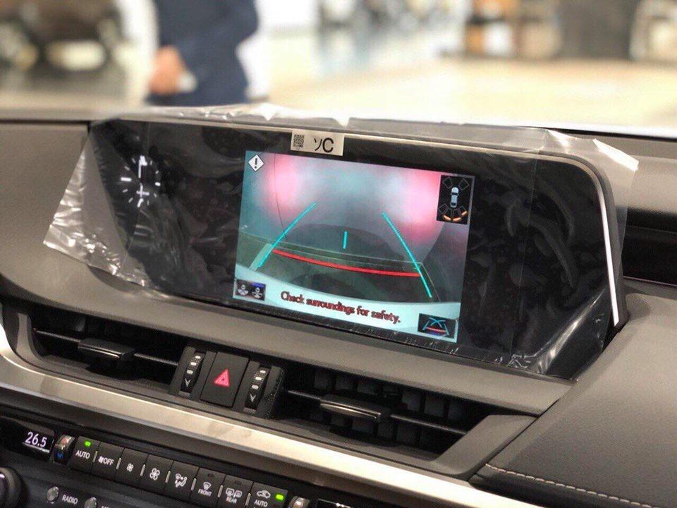 Lexus ES 250 2019 về tới đại lý, sẵn sàng lên kệ