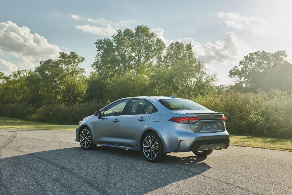 Toyota Corolla Sedan 2020 có thiết kế đuôi xe khác hẳn Corolla Altis 2019