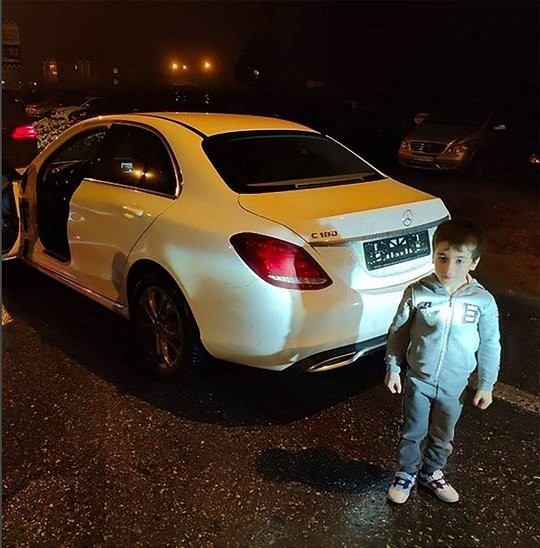 Cậu bé 5 tuổi được tặng chiếc Mercedes-Benz C-Class vì thành tích chống đẩy hơn cả người lớn