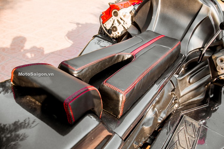 Yên xe được chế tạo đặc biệt, cũng rất giống với Wazuma V8F