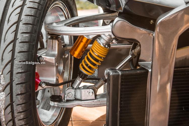 Hệ thống treo trước rất đặc biệt của chiếc QuadBull, gồm tay đòn, giảm xóc lò xo trụ và giảm chấn tủy lực
