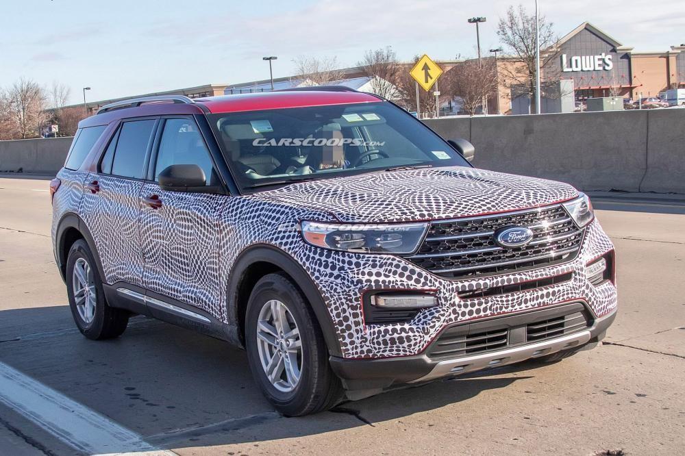 Ford Explorer 2020 chạy trên đường thử