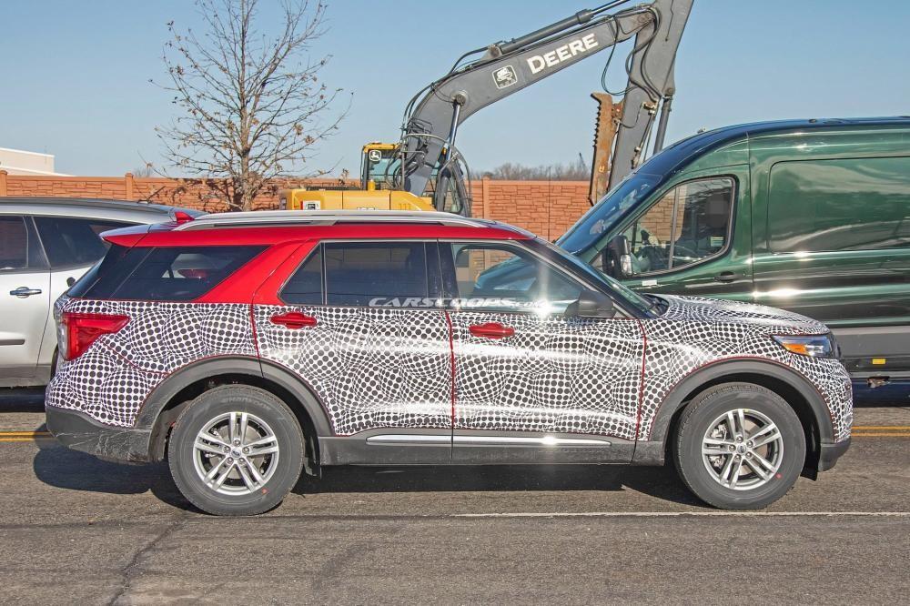 Ford Explorer 2020 đi kèm cột D dốc hơn trước